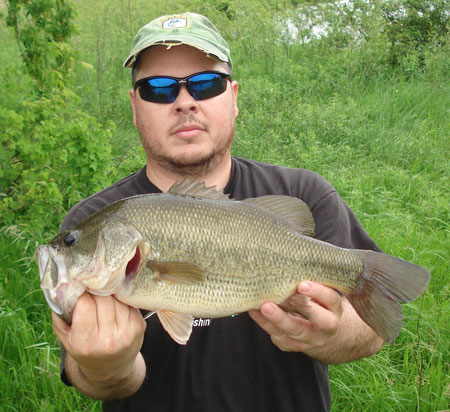 Freshwater sport fishing in montreal quebec and ontario for Bass fishing from shore